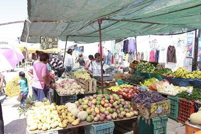 Las fruterías móviles son de los sitios más visitados en este tipo de comercio.