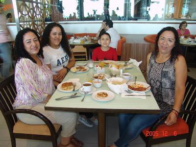 03082017 María Elena, Perla Emilia, José Manuel y Gaby.