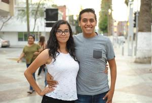 03082017 DE PASEO.  Alejandra y Gabriel.