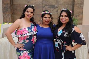 03082017 DESPEDIDA DE SOLTERA.  Gabriela Salais Hernández con sus hermanas, Perla y Karen.
