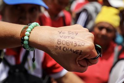 """El dirigente chavista Fernando Soto Rojas, que encabezó hoy la instalación de la Asamblea Nacional Constituyente (ANC) en Venezuela, aseguró que este órgano se instala para lucha contra la opresión extranjera y de la """"burguesía"""" nacional.  EFE/Miguel Gutiérrez"""