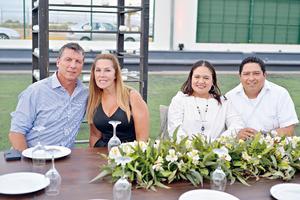 05082017 EN PAREJAS.  Robert, Adriana, Berenice y Vladimir.
