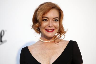 ¿Cómo y por qué?, nadie puede estar seguro, pero Lindsay tuvo éxito cuando pasó de ser estrella de cine a estrella de la música. No duró mucho y abandonó, pues no ha lanzado nada desde 2008.