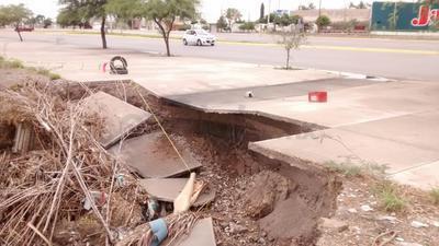 Por su parte, Pablo Ramírez Ortega, director de Construcción de Obras Públicas informó que la banqueta dañada, se encuentra sobre el bulevar río Nazas a la altura de la colonia Rovirosa Wade.