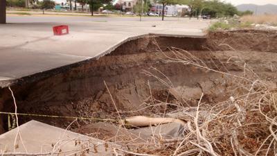 Fue un área de aproximadamente 5 metros de la banqueta del Metroparque del río Nazas la que se fracturó.