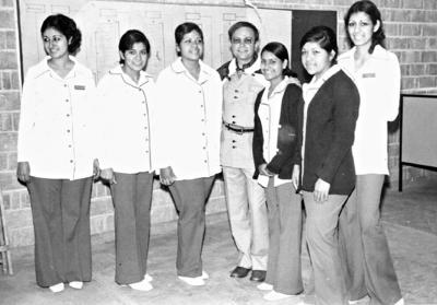 06082017 Emilia Barraza, Guille Alcocer, Laura Anguiano, Raúl Velasco (f), Caridad Luévanos, Margarita Anguiano y Lulú Barraza, en 1973.