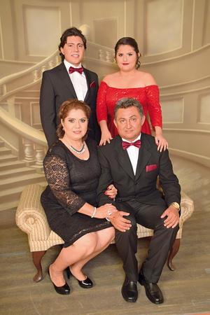 06082017 Lic. Rolando Yáñez García, Sra. María de Jesús Morales de Yáñez, Rolando y Lic. Abigaíl Arlette Yáñez Morales. - Sosa Estudio