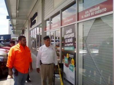 Algunos negocios en Acuña resultaron con daños en sus instalaciones.