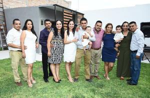 09082017 EN EL CUMPLE DE DEMIáN.  Ángel y Daniela con los padrinos de su pequeño hijo.