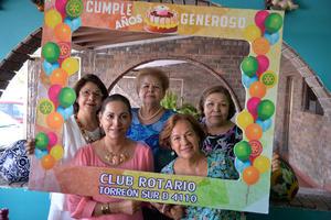 09082017 FELICIDADES.  Maribel celebró su cumple. La acompañan Lety, Elba, Ome y Lupita.
