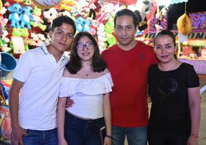 09082017 EN FAMILIA.  Ricardo, Andrea, Ricardo y Patricia.