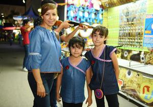 09082017 EN LA FERIA.  Liliana García, Lia Rivas y Fernanda García.