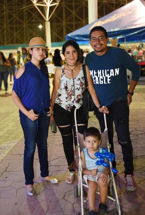 09082017 EN FAMILIA.  Melissa, Lorena, Francisco y Francisco Jr.