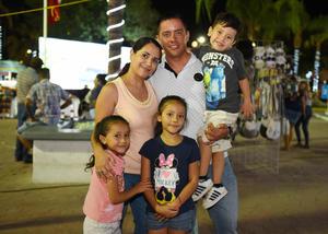 09082017 FELICES.  Leticia Márquez y Diostenes Valadéz con: Ivanna, Ana Julia y Caleb.