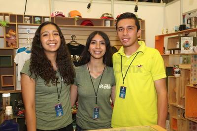 Maricruz, Paulina y Abraham.