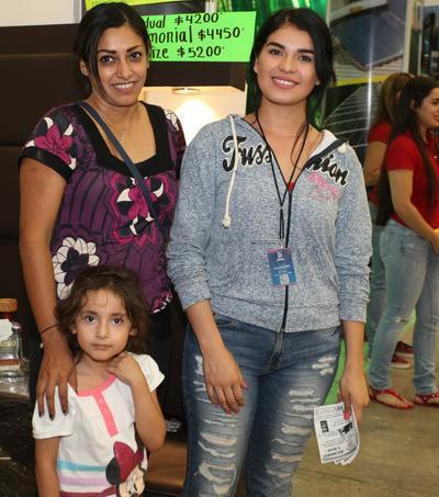 Yazmín, Elena Meléndez y Mairen.