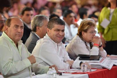 Así como cuatro escrutadores: Erik Fernández Ballesteros, Ernesto de Lucas, Jesús Adrián Quintal y el Coahuilense José María Fraustro Siller.