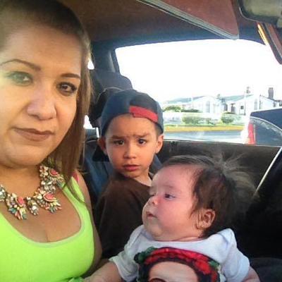 10082017 Alejandra con sus hijos, Paco y Victoria.