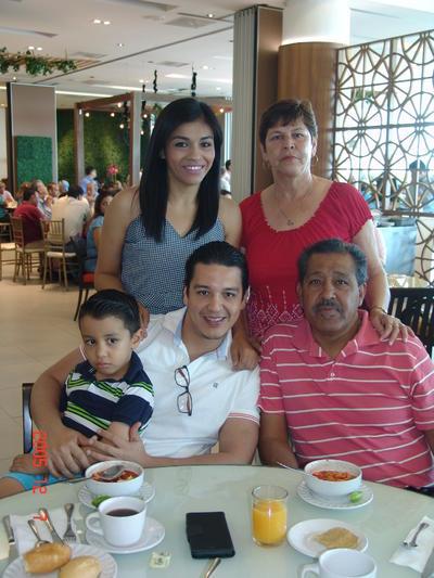 10082017 En familia.