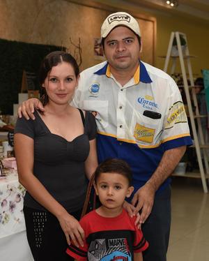 10082017 Saúl, Marisol y Emiliano.