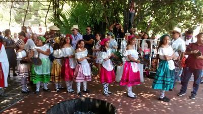 Ayer comenzaron las actividades de celebración de la Fiesta de la Vendimia en Parras de la Fuente. Casa Madero organiza desde hace 72 años dichas celebraciones.