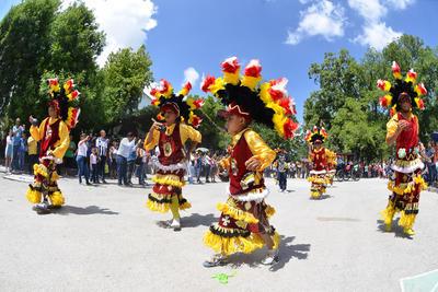 Las danzas dieron una demostración ante los espectadores.
