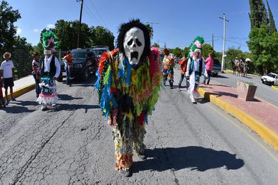 El desfile fue por la Fiesta de la Vendimia en Parras de la Fuente.
