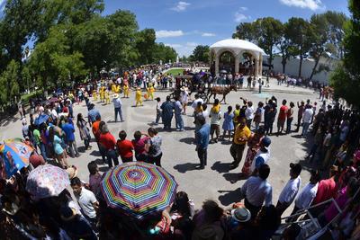 El desfile dio inicio a las 10 de la mañana en la Plaza de Armas con la presencia de Beatriz 1, la Reina de la Uva.