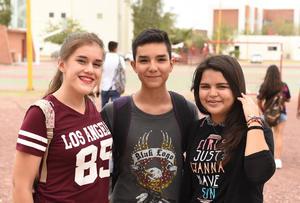 11082017 Daniela Alba, Aarón Murillo y Arlette Reyes.