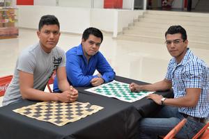 11082017 TORNEO DE AJEDREZ.  Edgar, Enrique y Daniel.