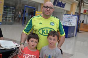 11082017 DE PASEO.  Andrés, Samuel y Leonardo.
