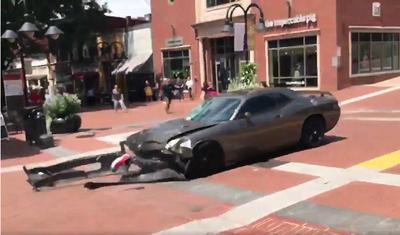 Una de las muertes se produjo cuando un automóvil arrolló premeditadamente a un grupo de opositores a la manifestación y las otras dos al estrellarse un helicóptero policial.