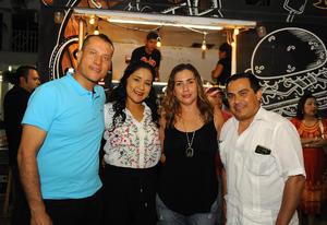 14082017 Gerardo, Susy, Lupita y Padre Víctor.
