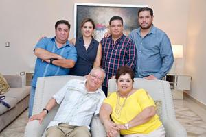13082017 Dr. Ignacio Montañez y su esposa, María del Socorro Betancourt, con sus hijos: Ignacio, María de Lourdes, Mauricio y Gerardo.