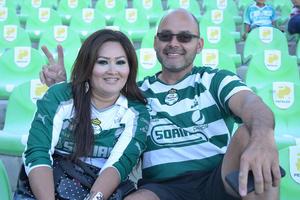 13082017 Alberto Castañón y señora.