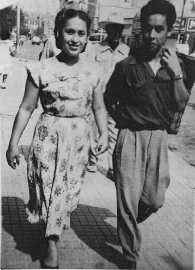 13082017 Paseo por las calles de Gómez Palacio, Durango: Pablo y Alicia Velázquez Gómez en los años 50.