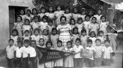 """13082017 Grupo de la Escuela Primaria """"Profesor Gabriel Calzada"""" de la Colonia Eugenio Aguirre Benavides en la década de los 60."""