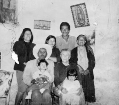 13082017 Reunión de la Familia Rivera: Ma. de la Luz, Javier Méndez y su esposa (f), Concepción Rivera (f), Ma. Ceferi-Socorro García, María Domínguez García y María del J. García en 1953. na de Rivera (f) y dos nietos.