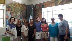15082017 VISITA DE ARTE.  Yeye, Lourdes, Alicia, Lety, Hilda, Idoia, Julia y su mamá, Julia.