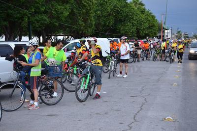 Alrededor de 150 ciclistas pertenecientes a 10 agrupaciones realizaron la noche de ayer martes la rodada ¡Seguridad Vial Ya!, por diversos sectores de la ciudad de Torreón.