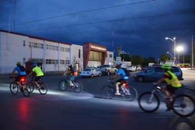 El Colectivo Ruedas del Desierto señaló que la rodada denominada ¡Seguridad Vial Ya!, surge a raíz del accidente de tránsito que sufrió uno de sus compañeros, Eduardo Rentería.