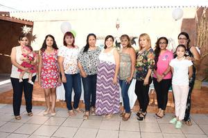 16082017 SERá MAMá.  Yanely Valles con algunas de sus invitadas en su baby shower.