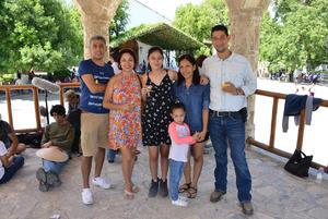 16082017 Carlos Antonio Gallegos, Bety Gómez, Fernando Gallegos, Laura Gallegos, Daniel Esquivel y Ana Victoria Gallegos.