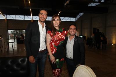 Lalo Estrada, Sonia Flores Arce y Tito Avalos.