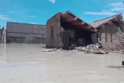 Son cuatro casas las que presentan derrumbes y ocho las que están a punto de colapsar; los habitantes fueron evacuados.