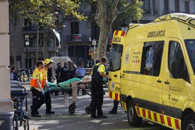 Cuerpos de rescate atendieron a los heridos.