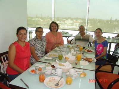 17082017 Claudia, Mary, Dolores, Yendhi y Esteban.