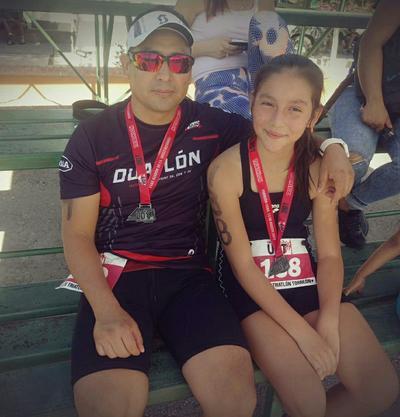 17082017 Papá e hija, triatletas.