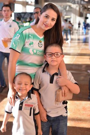 18082017 Cristina, Diego y Daniel.
