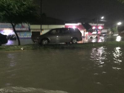 En la ciudad de Torreón la lluvia registrada dejó en cuestión de minutos inundaciones severas sobre los bulevares Revolución, Independencia, Constitución, Diagonal de las Fuentes, calzada Abastos y Diagonal Reforma.